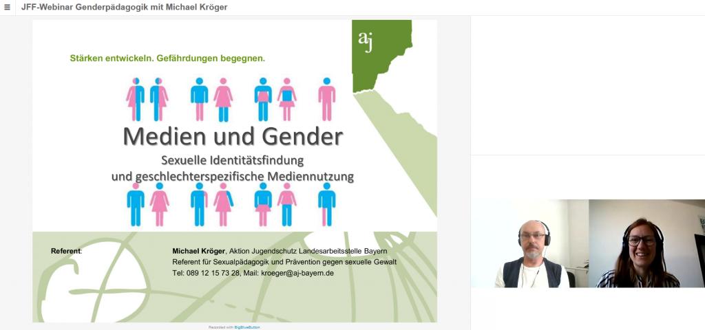 Startfolie einer Präsentation des Referenten Michael Kröger zum Thema Medien und Gender. Drauf abgebildet sind verschiedenen Strichmenschen in rosa und blau. Rechts befindet sich ein Foto des Referenten.