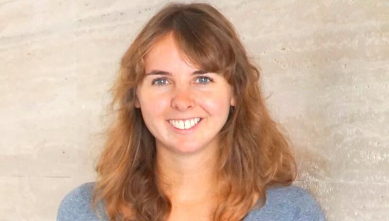Charlotte Horsch vom JFF lächelt in die Kamera.