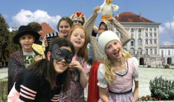 Kinder schlüpfen durch ihre Verkleidung in neue Rollen