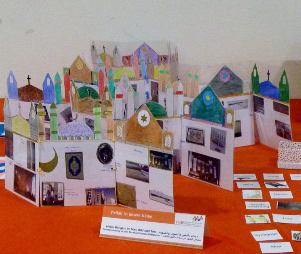Foto der gebastelten Produkte für eine Fotoausstellung religiöser Gegenstände